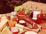 A well-stocked basket for a perfect picnic!