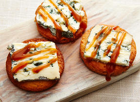 Blue cheese caramelized cookies
