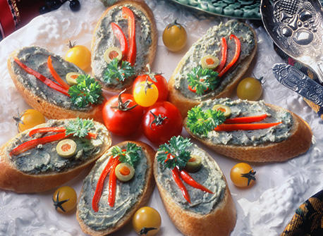 Borgonzola canap s tartine al borgonzola recipe dairy for Canape hors d oeuvres difference