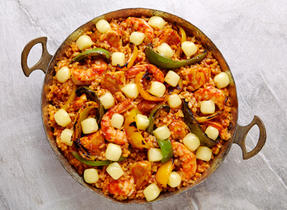 Cheesy paella with grilled peppers
