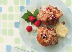 Cinnamon Crunch Raspberry Muffins
