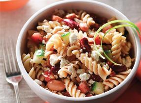 Fusilli salad with salsa and Feta