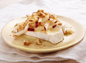 Instant spiced apples with Brie