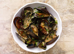 Mussels with Cheddar & Ale
