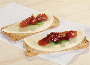 Provolone and Mango Chutney on a Cracker