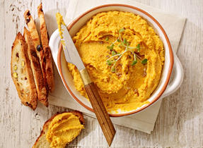 Roasted carrot-Ricotta hummus