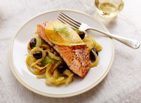 Salmon with olive-fennel compote & Cheddar
