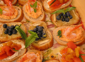 Spicy Canapés with Shrimp and Grilled Red Pepper