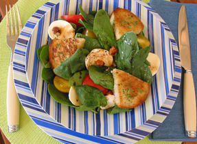 Spinach Salad with Bocconcini and Hazelnuts