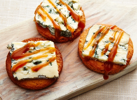 Blue cheese caramelized cookies     Recipe