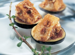 Brie Canapés with Pecans on Fruit