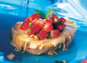 Gouda Canapés with Strawberry Salsa
