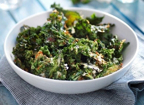 Kale Chips with Cheddar Cheese and Smoked Paprika
