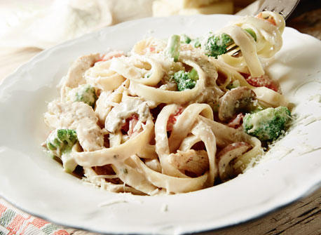 Fettuccine Alfredo with Chicken and Vegetables Recipe