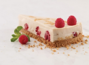 Light No-Bake Caramel Raspberry Cheesecake