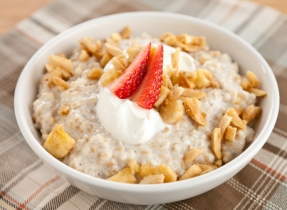 Creamy Oatmeal with Banana-Nut Topping