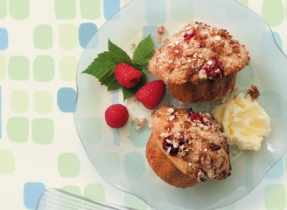 Cinnamon Crunch Raspberry Muffins