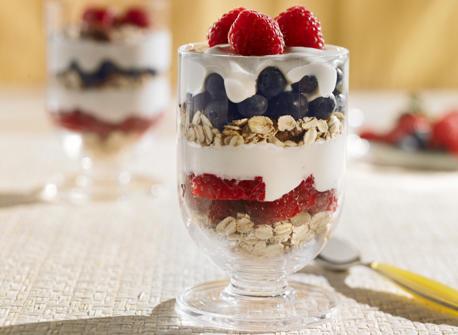 Make-Ahead Berry Breakfast Parfaits recipe | Dairy Goodness