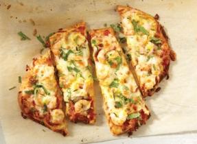 Indian-style shrimp pizza with Mozzarella