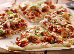 Grilled Butter Chicken Pizza