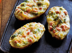 All-dressed Cheddar-stuffed potatoes