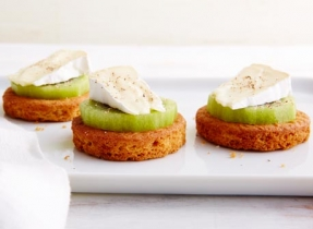 Brie & Kiwi shortbread cookie