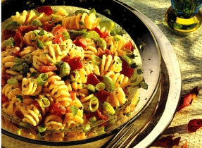 Creamy Pasta Salad with Bacon and Tomato